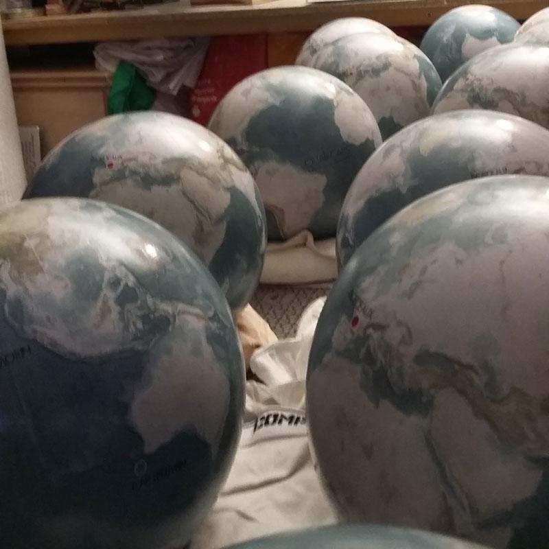 Quelques petits globes en cadeaux VIP